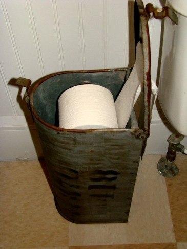 Buzón reutilizado para guardar papel higiénico